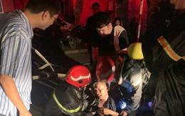 Cứu 5 người trong đám cháy lúc nửa đêm