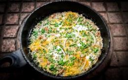 Trứng rán cùng thịt cực đơn giản nhưng để đạt độ ngon vô đối thì thêm mẹo này