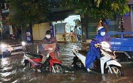 Sài Gòn mưa lớn chiều cuối tuần, nhiều nơi ngập nặng