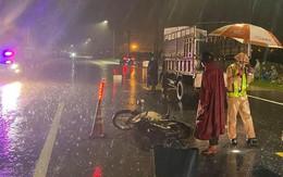 Va chạm với ô tô tải, hai vợ chồng tử vong ở Bình Định