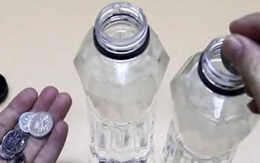Bỏ vài đồng xu vào chai nhựa rồi đặt trên cửa sổ, không ngờ chúng lại có tác dụng này