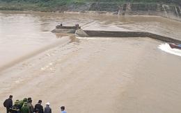 Quảng Trị: Tàu chở đoàn cán bộ Sở gặp nạn, 1 người mất tích