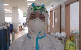 Bác sĩ Lào tình nguyện chống dịch tại Bệnh viện Hồi sức COVID-19