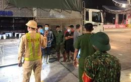 Quảng Ninh: Phát hiện 4 người trốn trong xe chở gia súc để qua chốt