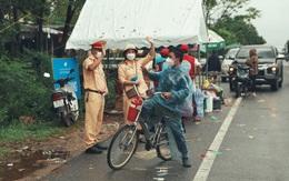 Chàng trai đi xe đạp từ TP.HCM về quê đến Quảng Trị thì được tặng xe máy
