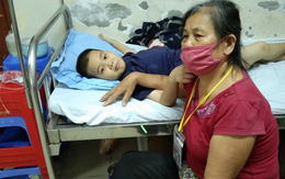 Bé trai câm điếc, ung thư máu, thiếu tình thương vật vã trong bệnh tật