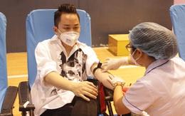 Ca sỹ Tùng Dương tham gia hiến máu tại Hà Tĩnh