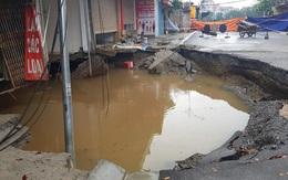 """Sau trận mưa lớn, """"hố tử thần"""" ở Hà Nội tiếp tục lan rộng"""