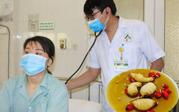 Cô gái Lào Cai bị sốc phản vệ sau ăn 3 con đuông cọ