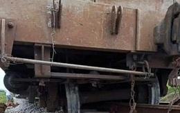 Tàu hàng trật bánh, đường sắt Bắc - Nam bị ngưng trệ nhiều giờ