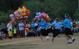 Quảng Ninh: Ấn tượng hình ảnh các cô gái dân tộc mặc váy đá bóng
