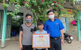 Tặng bằng khen cho học sinh lớp 6 tại Quảng Bình dũng cảm cứu người đuối nước