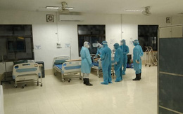 Bác sĩ Việt Nam phối hợp cấp cứu bệnh nhân COVID-19 tại Lào