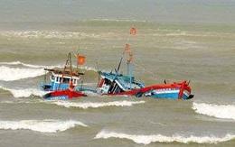 Quảng Bình: Tìm kiếm 2 thuyền viên của tàu cá bị đâm chìm trong đêm
