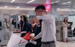 Phạm Băng Băng bị chỉ trích vì để mẹ đẩy xe hành lý