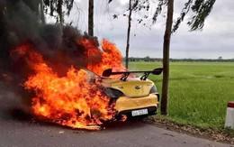 Hải Dương: Đang lưu thông trên đường, xe ô tô bất ngờ bốc cháy dữ dội