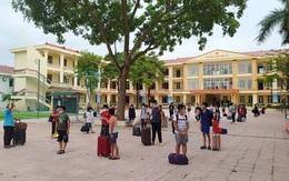 8 học sinh ở Bắc Giang mắc COVID-19, gần 800 thầy trò mang hành lý đi cách ly tập trung