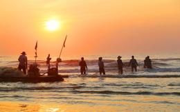 Những mẻ lưới bội thu trở về lúc rạng sáng của ngư dân Hà Tĩnh