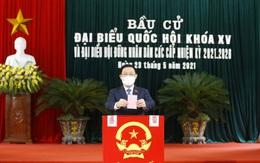 Chủ tịch Quốc hội cảm ơn các y, bác sĩ lực lượng phòng dịch đã nỗ lực để bầu cử diễn ra thành công
