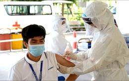 Hình ảnh những công nhân đầu tiên ở Bắc Giang được tiêm vaccine COVID-19