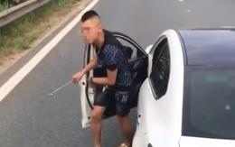 Tài xế dừng xe trên cao tốc để giải quyết mâu thuẫn