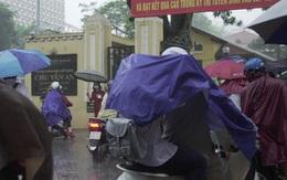 Bộ GD&ĐT: Tổ chức thi vào 10 phải đảm bảo an toàn cho thí sinh trong mưa, bão số 2