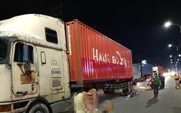 Đi mua bánh canh về ăn tối, 2 mẹ con chết thảm dưới gầm xe container