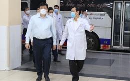Bộ trưởng Bộ Y tế thăm và động viên tinh thần y bác sĩ Bệnh viện Chợ Rẫy