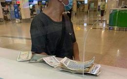 """Nhận tin bố bị tai biến, chàng trai khuyết tật vội vã ra sân bay gom tất cả tiền lẻ chỉ được 350k và tấm vé quý giá của tình """"đồng bào"""""""