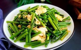 Món ăn thơm ngon khó cưỡng với ngồng tỏi, xào thủy hải sản, bụng yếu cũng không sợ bị đau