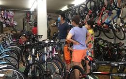 """Cửa hàng bán xe đạp """"cháy hàng"""", quá tải vì dân đổ xô đi mua giữa mùa dịch"""