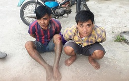 Hai tên trộm lao thẳng xe vào công an rồi nhảy sông hòng thoát thân