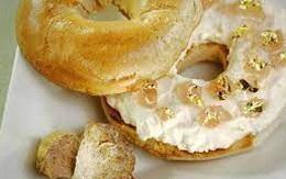 Bánh mì vòng phủ nấm, món lạ nhưng không hề rẻ
