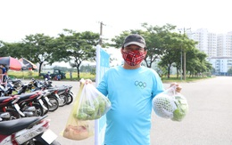 Người dân Sài Gòn hào hứng mua rau, thịt tại điểm bán hàng bình ổn giá