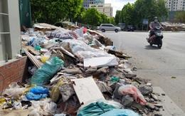 Hà Nội: Vỉa hè KĐT Nam Trung Yên biến thành bãi rác khiến người dân bức xúc