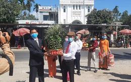 Cô dâu Quảng Nam, chú rể Đà Nẵng trao sính lễ tại chốt kiểm dịch