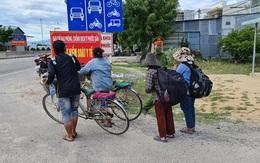 Nhói lòng cảnh 4 mẹ con thất nghiệp đạp xe từ Đồng Nai để về quê Nghệ An