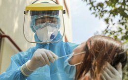 Sốt, mệt, đau họng, 2 cô gái trẻ ở Hà Nội bất ngờ dương tính SARS-CoV-2, Thủ đô có 64 ca trong 24 giờ