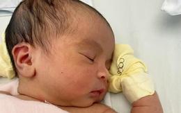 Võ Hạ Trâm tiết lộ gương mặt cực yêu của con gái vừa tròn 2 tuần tuổi