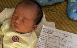 Xót xa bé trai vừa chào đời đã sớm mồ côi mẹ
