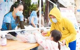 Hoa hậu Đặng Thu Thảo, Tiểu Vy chuẩn bị 15.000 suất cơm miễn phí giữa mùa chống dịch COVID-19