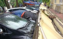 Bức tường đổ sập, đè 13 ôtô ở Hà Nội