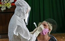 Thừa Thiên Huế lấy mẫu xét nghiệm sàng lọc COVID-19 cho hàng trăm tiểu thương