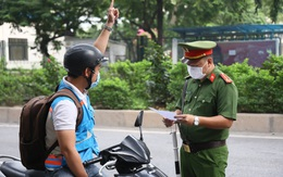 """Từ hôm nay, người Hà Nội ra đường không cần mang """"lịch trực"""", """"lịch làm việc"""" hay phân công nhiệm vụ của cơ quan"""