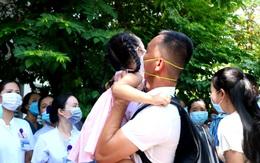 Xúc động hình ảnh vợ, con nhỏ tiễn chồng, tiễn cha lên đường hỗ trợ TP. HCM chống dịch COVID-19