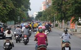 Đang giãn cách xã hội nhưng nhiều tuyến đường ở TP.HCM có lượng xe cộ đông đúc trở lại