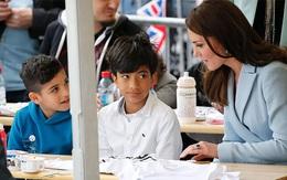 Hoàng tử William hé lộ cách Kate giảm căng thẳng