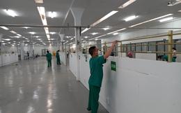 Trung tâm Hồi sức tích cực COVID-19 Bệnh viện Trung ương Huế tại TP.HCM khắc phục hậu quả cơn mưa lớn để đón bệnh nhân