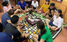 Bắt quả tang cán bộ xã tụ tập đánh bạc bất chấp dịch COVID-19