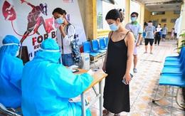 Tự đi xét nghiệm COVID-19, cô gái trẻ và mẹ bất ngờ dương tính, Hà Nội thêm 13 ca
